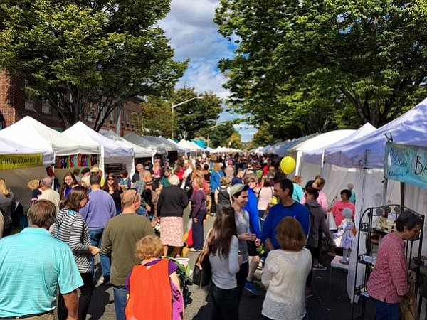 Del Ray's Art on the Avenue is just one of many citywide events sponsored by Alexandria's local business associations.