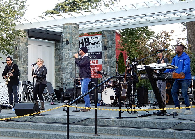 Stellar Mojo rocked the crowd in Old Town Square at the after-festival concert.