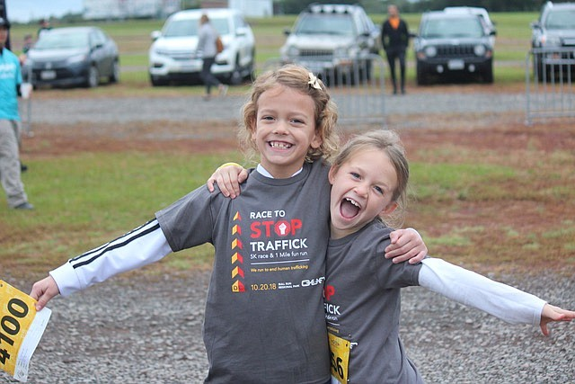 Lucy Fox (left) and Giselle Fox at the start line for the 1 mile fun run.