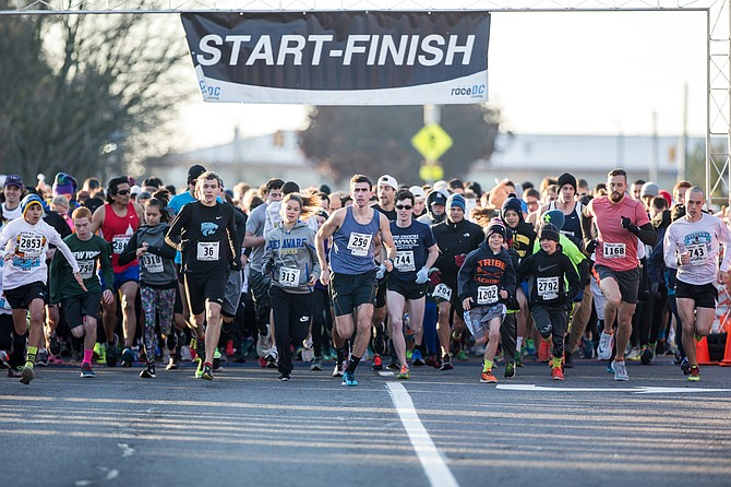 The starting line of the Virginia Run Turkey Trot in 2015.