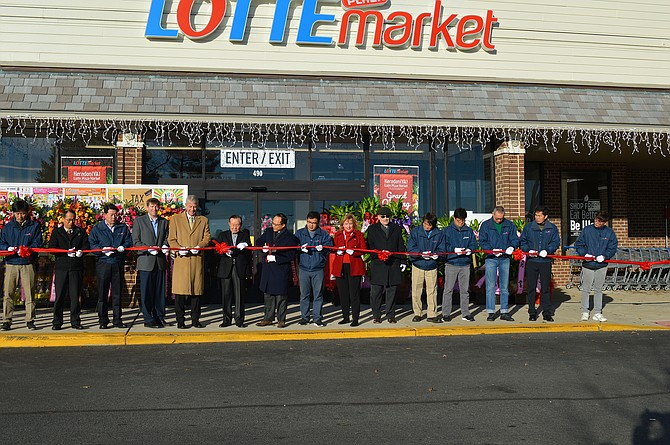 The Herndon Lotte Plaza Market held its official Ribbon Cutting, 15 scissors long, and welcomed the public to its Grand Opening on Friday, Dec. 7, 2018.