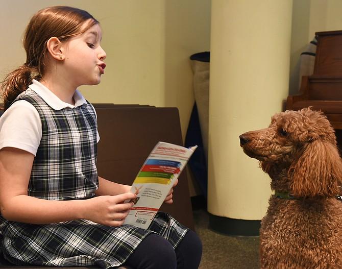 Amelia Fox reads to Seurat.