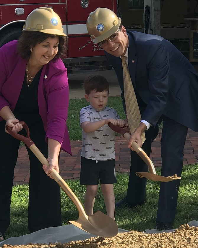 Councilwoman Amy Jackson and Mayor Justin Wilson are assisted by James Fitzgerald, son  of a North Ridge Citizens' Association board member.