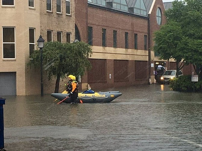 Look a canoe on Union Street! We've seen that before.