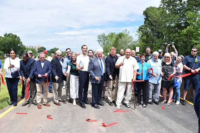 Huntington Community Celebrates New Levee.