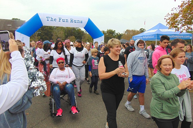 More than 700 people turned out for the 4th Annual Walk to Bust Cancer on Oct. 6 at Fort Hunt Park to raise awareness and funds for the National Breast Cancer Foundation.