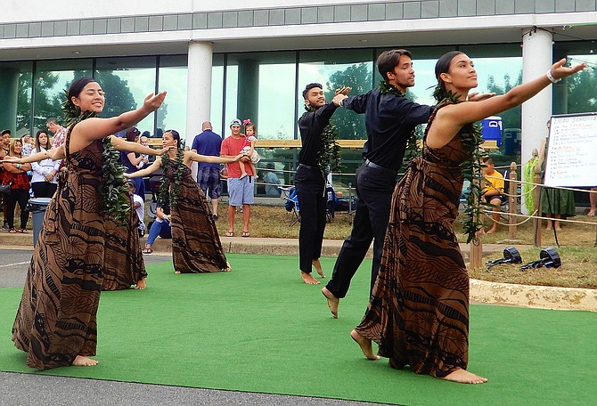Alakái dance instructors from the E Ala E Hawaiian Cultural Center perform.