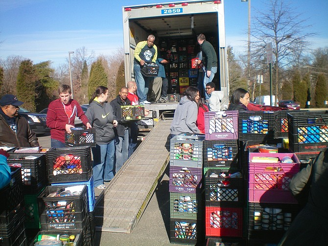 Food distribution: Northern Virginia Family Service.