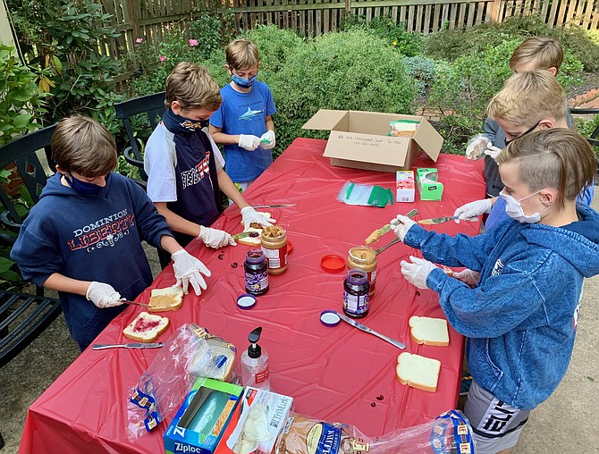 Fort Hunt children make sandwiches for Martha's Table.