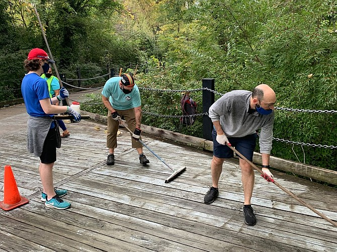 Friends of Mount Vernon Trail work on deck boards.