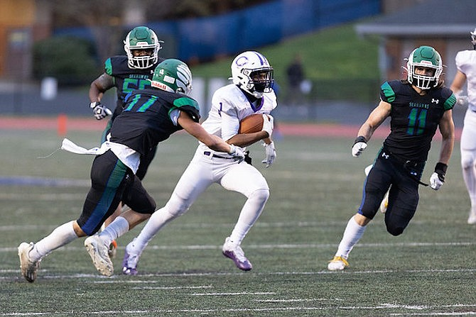 Antwon Jackson #1 scored the game's only touchdown in the 2nd quarter.