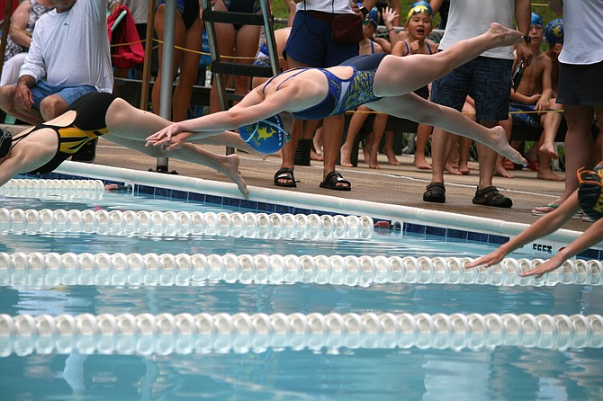 Samantha Stewart in flight on her way to a 2nd place finish in the Girls 13-14 50 Freestyle against Kings Ridge.