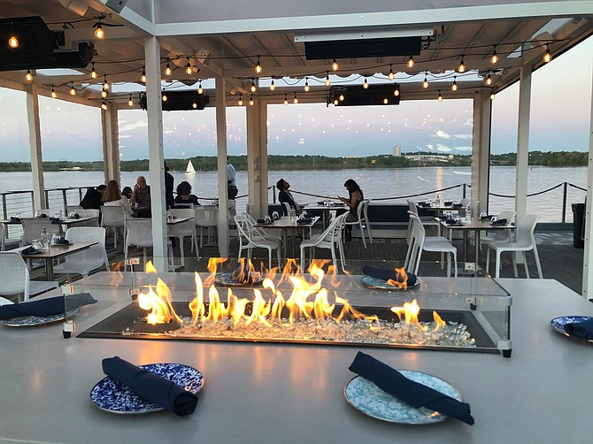 Barca Pier and Wine Bar also offers dock service. Pull up to Robinson Landing to be assisted by the Robinson Landing dockmaster, for an hourly fee.